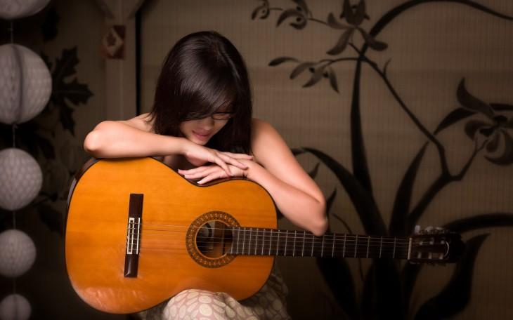 Fille guitare