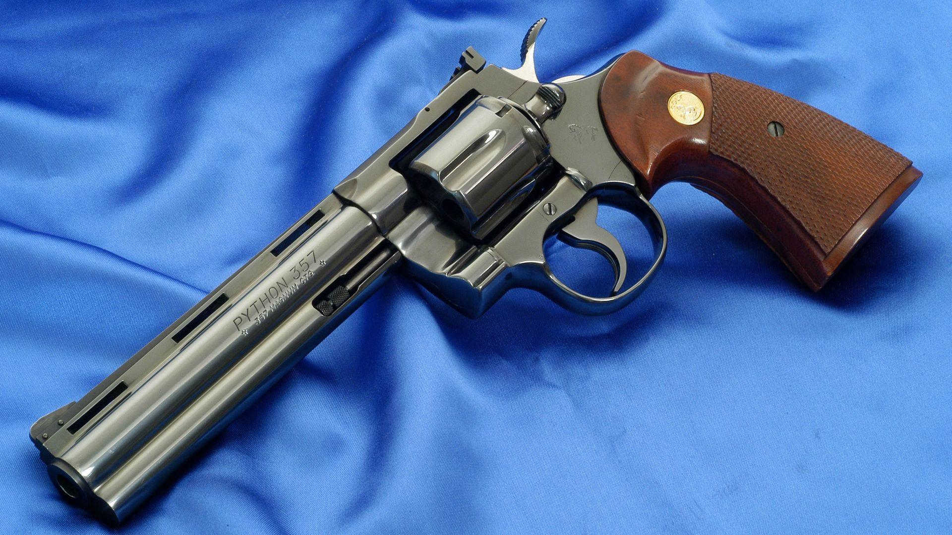 Coloriage Pistolet Magnum à Imprimer